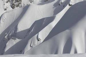 encosta da montanha de neve