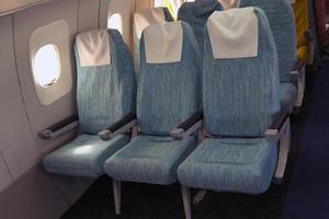 assentos confortáveis na cabine da aeronave tu-144.