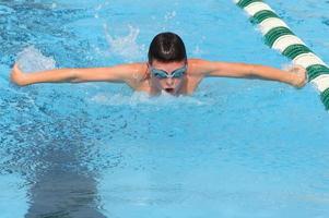 natação borboleta foto