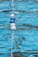 linha de flutuação para piscina foto