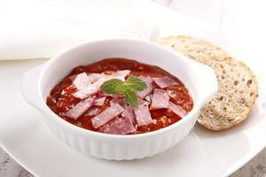 sopa de tomate colorau foto
