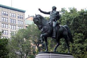 estátua equestre do general george washington foto