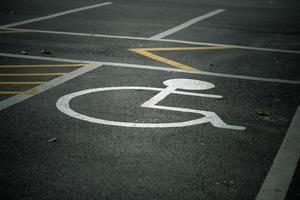 sinal de deficiente na estrada foto