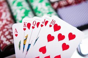 cartas e fichas de pôquer foto