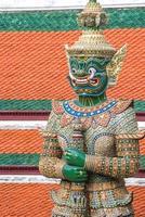 guardião do demônio no wat phra kaew foto