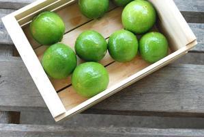 limões verde foto