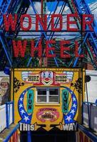 roda maravilha em coney island foto