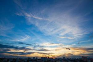 pôr do sol nascer do sol em bangkok, thaland. foto