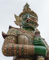 escultura do templo budista foto