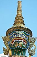 detalhe da estátua tailandesa no grande palácio foto