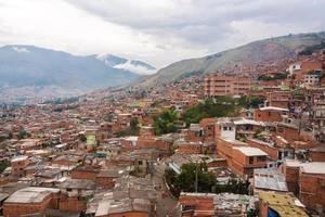 favelas de medellin foto