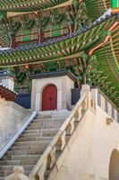 portão de madeira tradição coreana foto