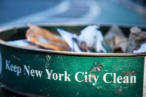 lixeira na cidade de nova york foto