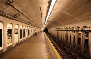 plataforma da estação de metrô