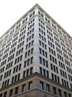 arestas geométricas em um edifício branco foto