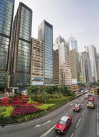 tráfego da rua da estrada de hong kong central e vista do horizonte foto
