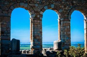 dos arcos da basílica volubilis foto