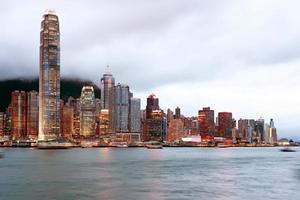 visão noturna de hong kong do porto de victoria foto