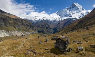 vista do acampamento base de annapurna foto
