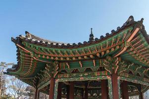 telhado do palácio changdeokgung foto