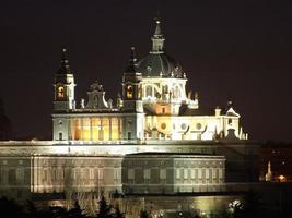 catedral de almudena, madrid, espanha foto