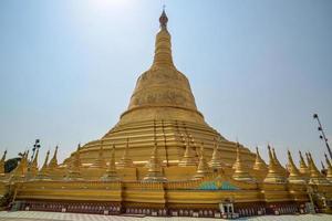 pagode shwemawdaw em bago, myanmar foto