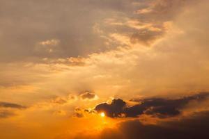 céu do sol foto