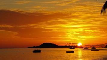 maravilhoso pôr do sol foto