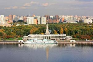 outono no rio Moscou foto