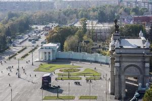 entrada principal do centro de exposições (vdnh), moscou foto