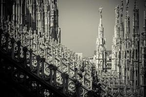 Catedral do duomo de Milão - detalhe das torres foto