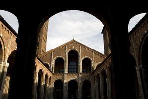 itália - milão - basílica de sant'ambrogio foto