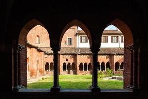 o claustro da abadia de chiaravalle em Milão