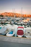 Zea Marina no Pireu, Atenas. foto