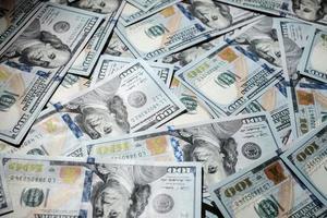 pilhas de dinheiro americano foto