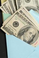 dinheiro em um envelope