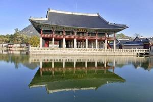 pavilhão gyeonghoeru no palácio gyeongbokgung, seul, coréia
