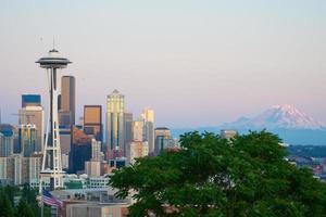 skyline de Seattle ao pôr do sol foto
