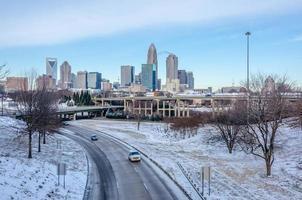 estradas públicas aradas de neve em charlotte nc foto