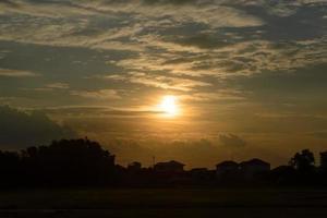pôr do sol sobre a cidade