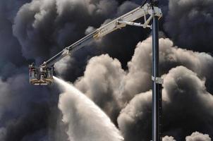 combate a incêndio foto
