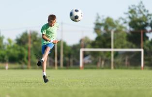 crianças de futebol foto