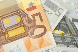 detalhe das notas de dinheiro em euros foto