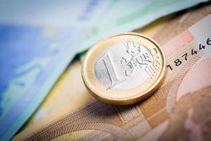 closeup de notas e moedas de euro