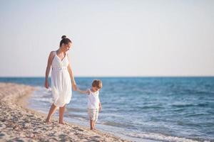caminhada na praia foto