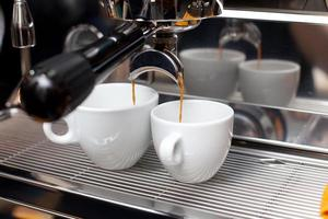 máquina de café em processo foto