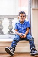menino feliz foto
