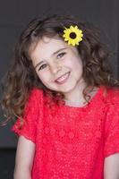 flores no cabelo dela