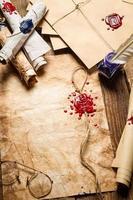 pergaminhos antigos, lacre, envelope e tinta azul