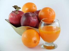 frutas e suco de frutas foto